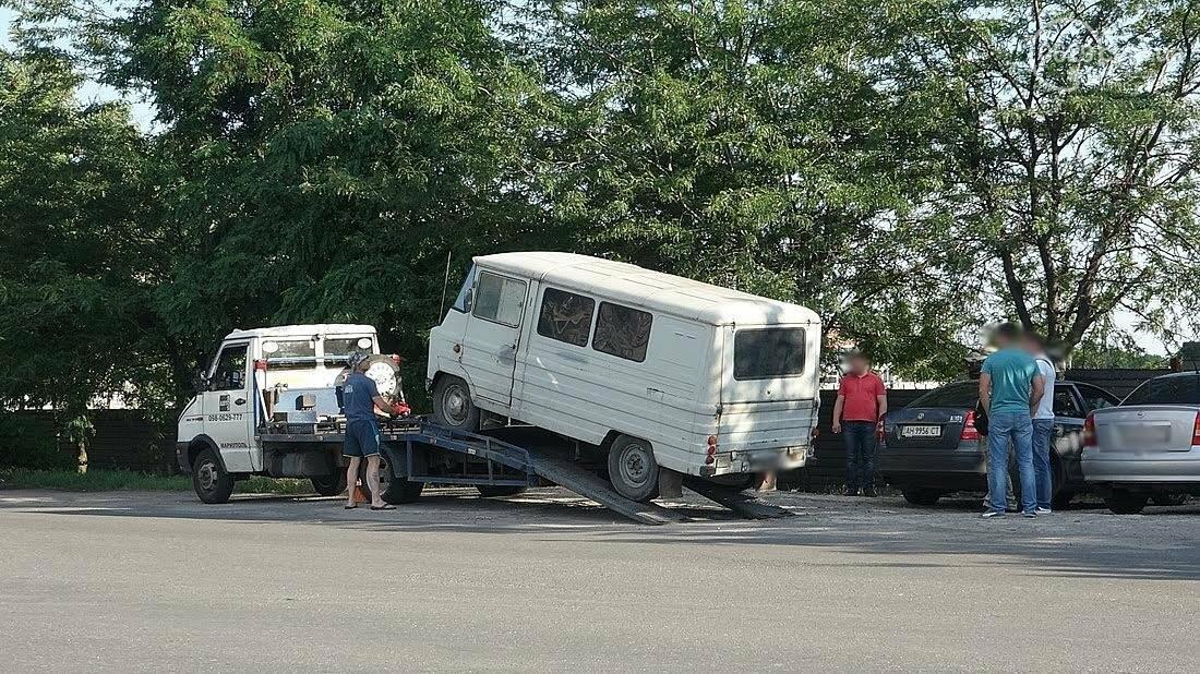 Спецоперация? Люди в масках и камуфляже в Мариуполе эвакуировали микроавтобус (ФОТО), фото-3