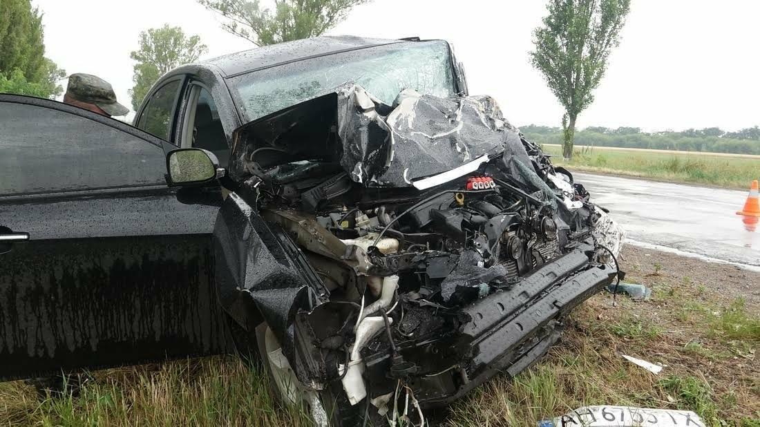 В страшной аварии под Мариуполем погибло два человека. Один в тяжелом состоянии (ФОТО), фото-6