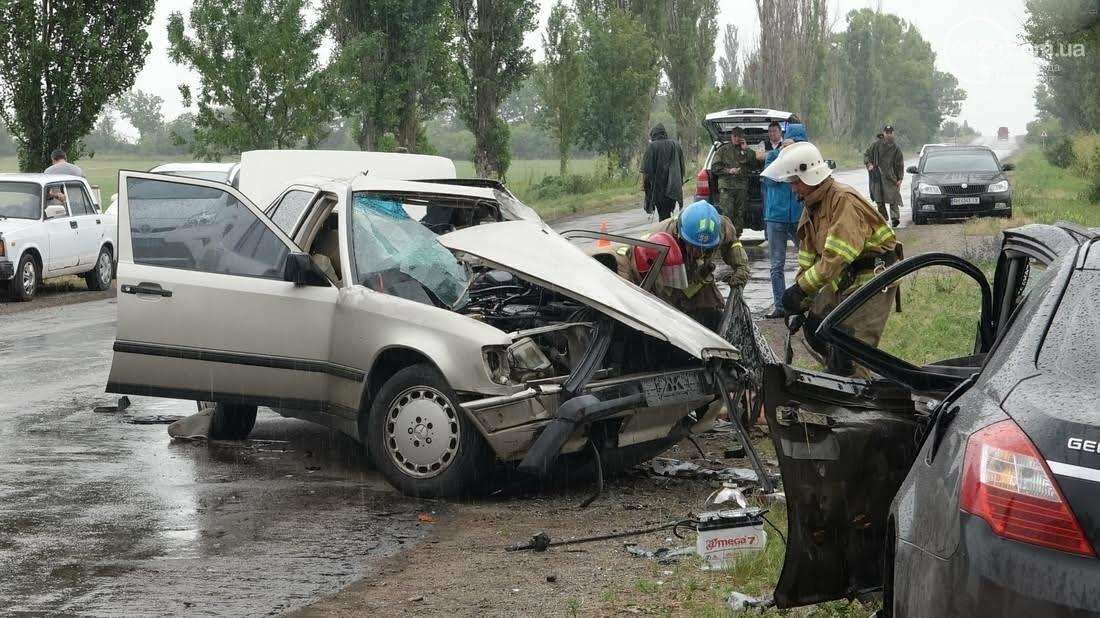 В страшной аварии под Мариуполем погибло два человека. Один в тяжелом состоянии (ФОТО), фото-7
