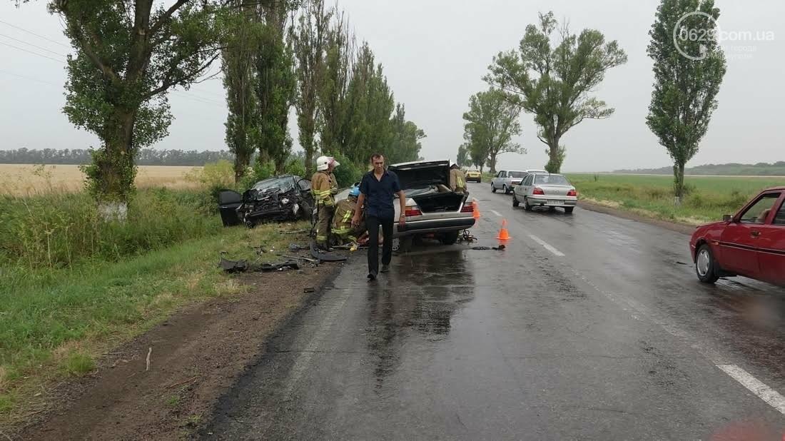 В страшной аварии под Мариуполем погибло два человека. Один в тяжелом состоянии (ФОТО), фото-9