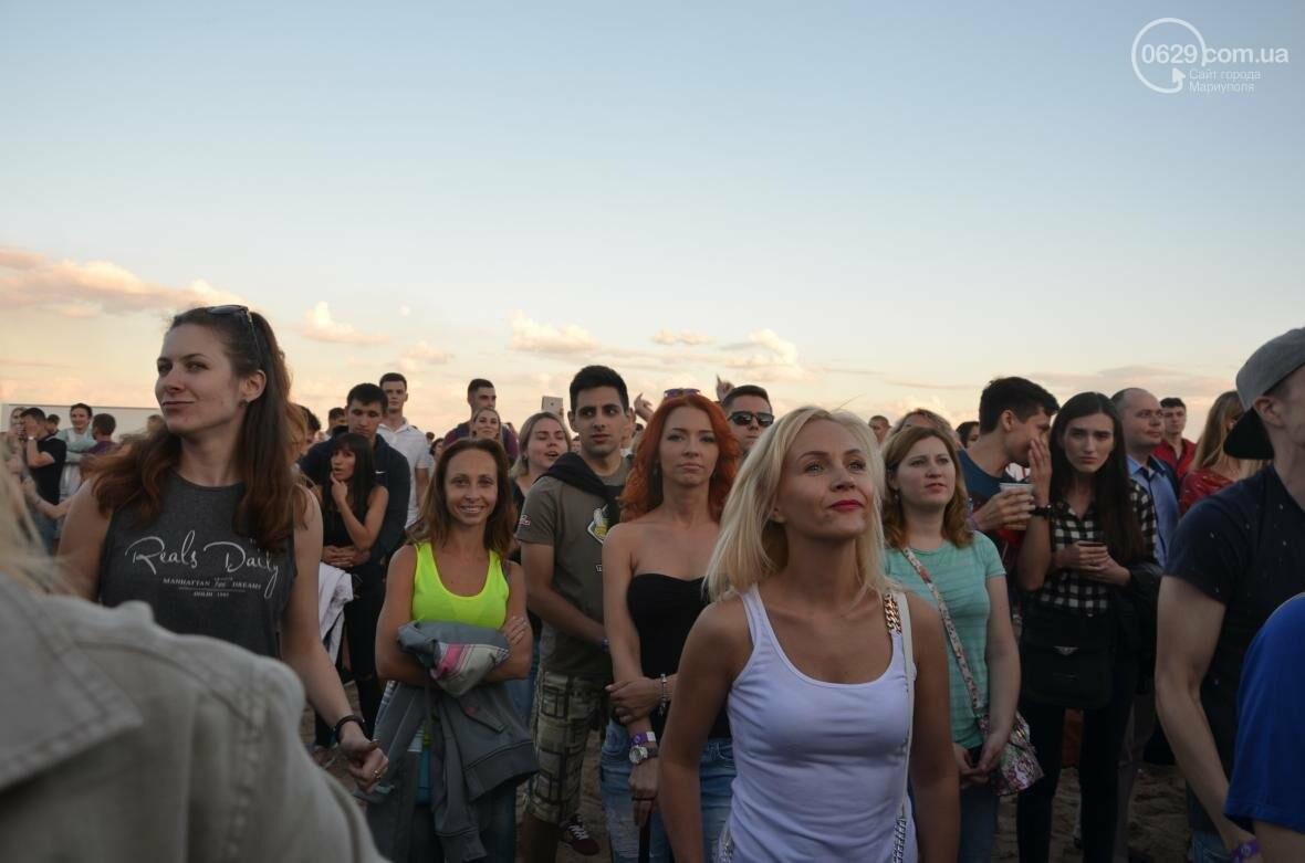 """В Мариуполе популярные музыканты """"зажигали"""" танцпол и """"качали"""" толпу на пляжном фестивале (ВИДЕО+ФОТО), фото-1"""