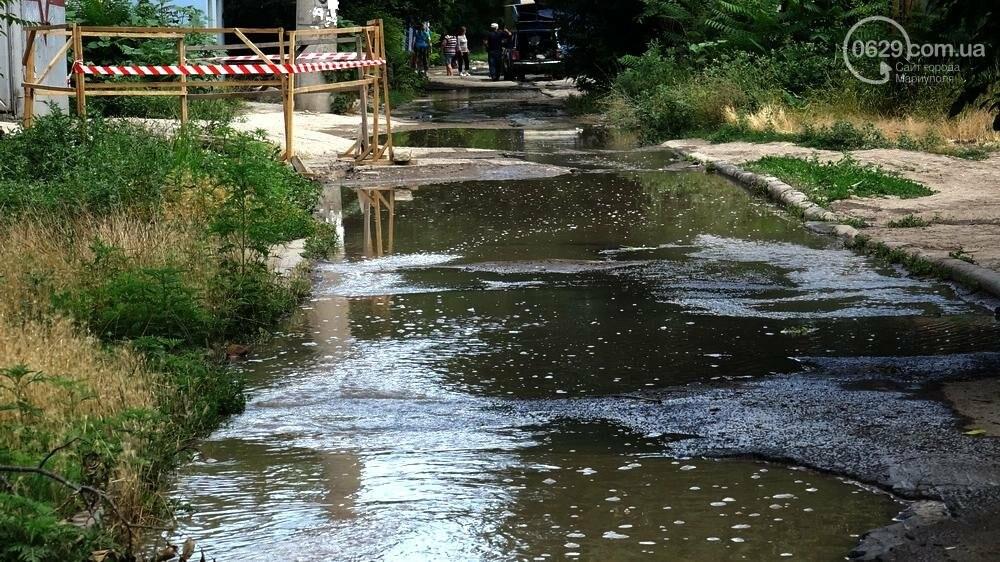 В Мариуполе питьевая вода залила улицу, фото-2