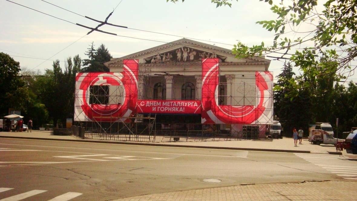 В Мариуполе готовят сцену ко Дню металлурга (ФОТОФАКТ), фото-1