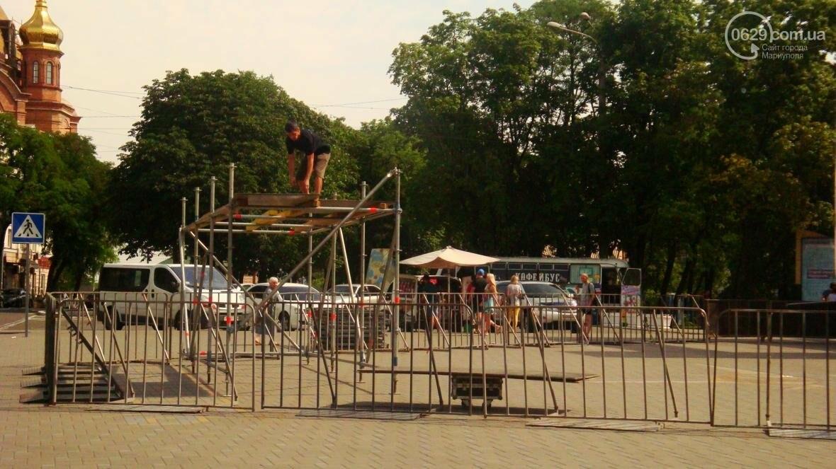 В Мариуполе готовят сцену ко Дню металлурга (ФОТОФАКТ), фото-3