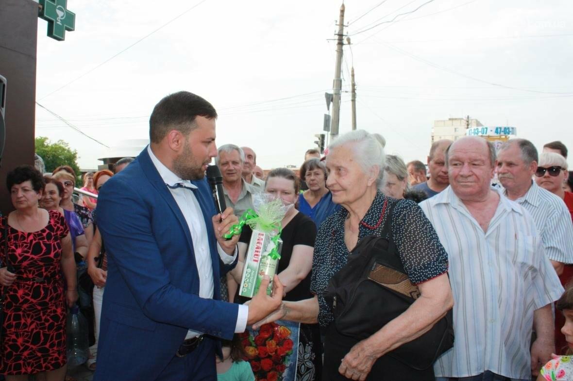 """1000 гривен от """"Азовфарм"""": в новой аптеке прошел розыгрыш призов, фото-26"""