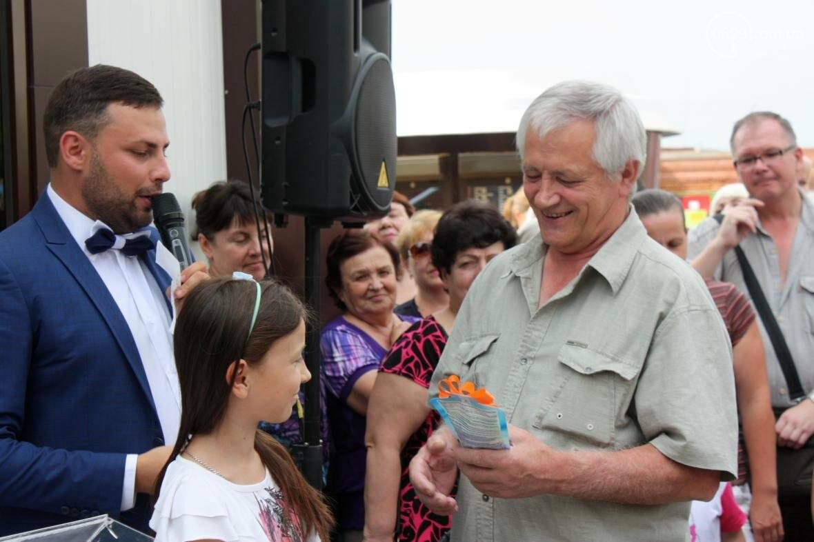 """1000 гривен от """"Азовфарм"""": в новой аптеке прошел розыгрыш призов, фото-5"""