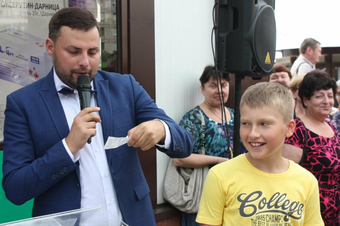 """1000 гривен от """"Азовфарм"""": в новой аптеке прошел розыгрыш призов, фото-13"""