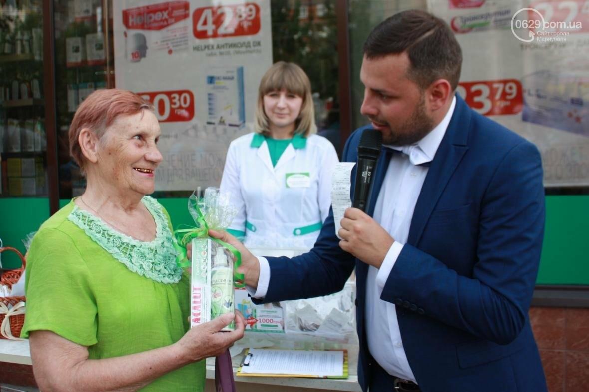 """1000 гривен от """"Азовфарм"""": в новой аптеке прошел розыгрыш призов, фото-15"""