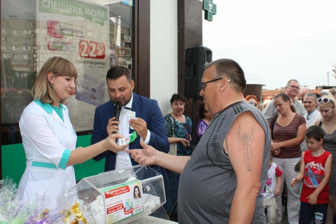 """1000 гривен от """"Азовфарм"""": в новой аптеке прошел розыгрыш призов, фото-14"""