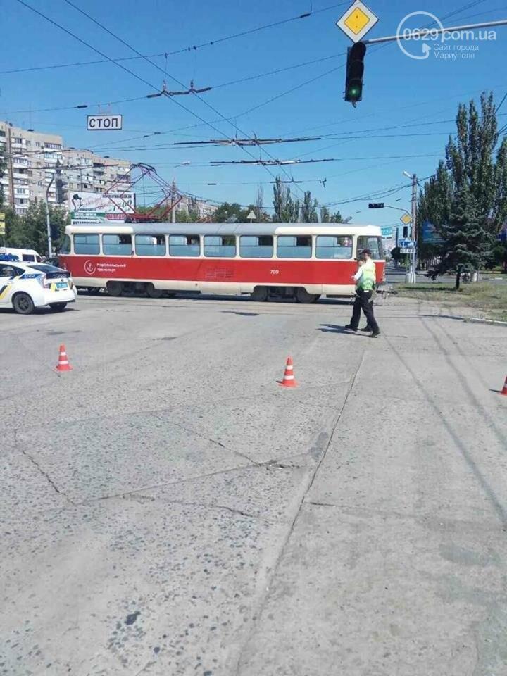 В Мариуполе автомобиль не разъехался с трамваем (ФОТО), фото-3