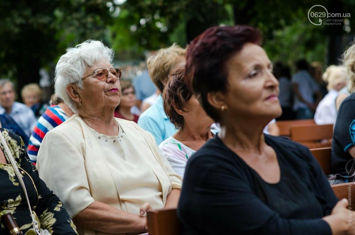 Мариупольцы под дождем слушали песни Высоцкого  (ФОТОРЕПОРТАЖ), фото-14