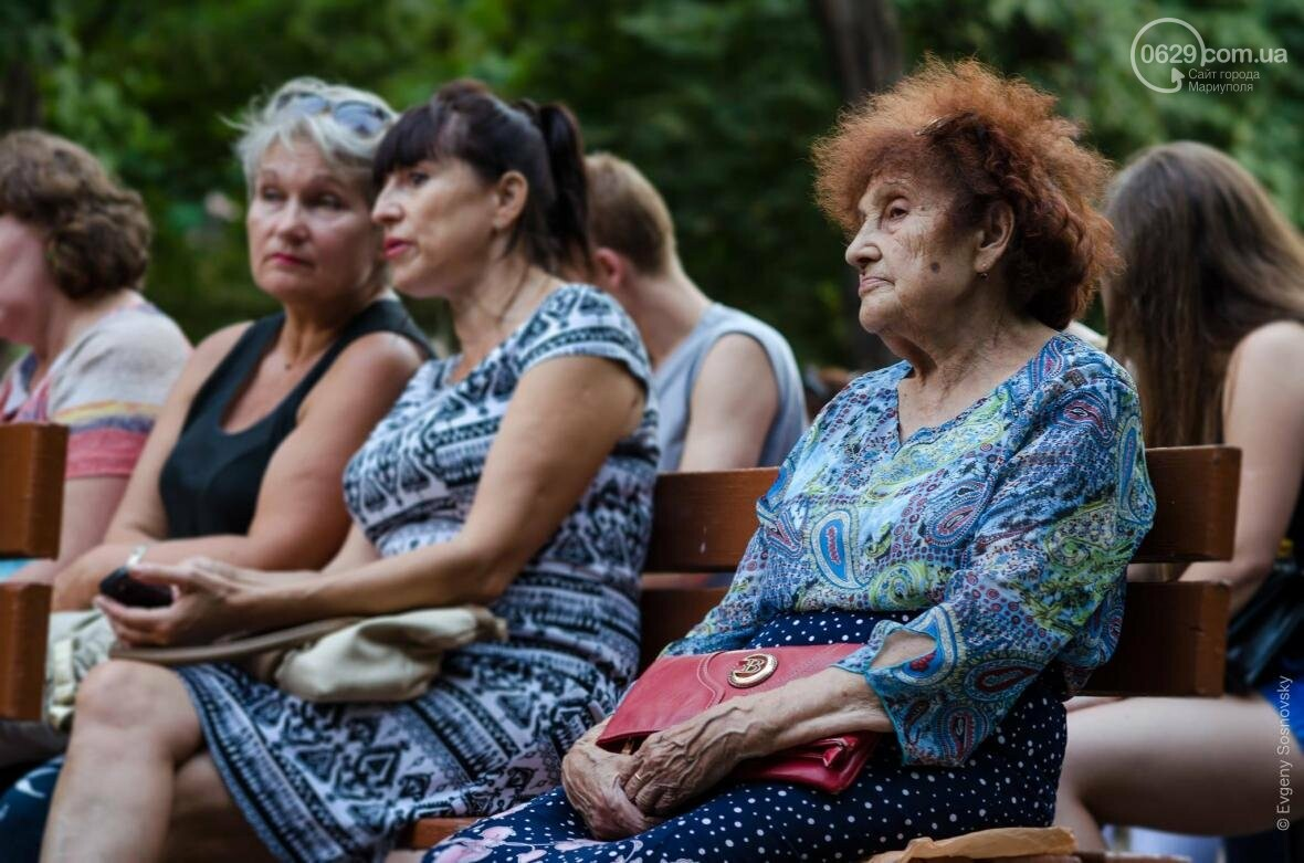Мариупольцы под дождем слушали песни Высоцкого  (ФОТОРЕПОРТАЖ), фото-17