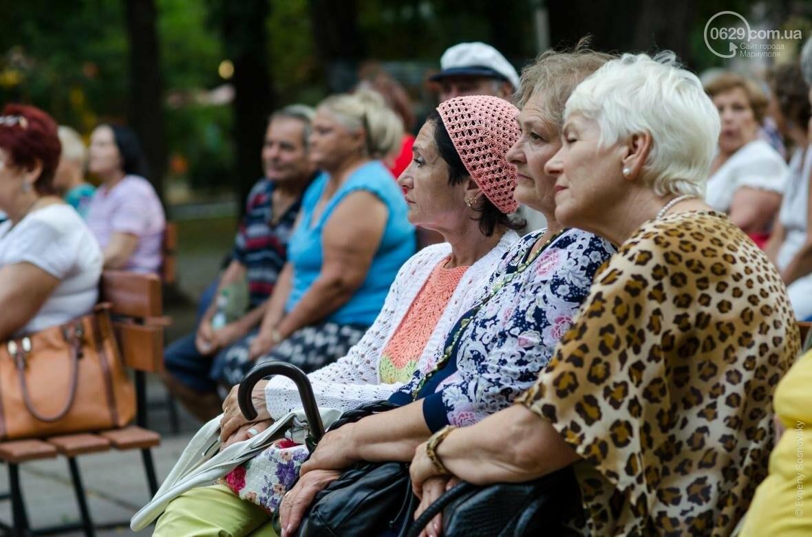 Мариупольцы под дождем слушали песни Высоцкого  (ФОТОРЕПОРТАЖ), фото-18