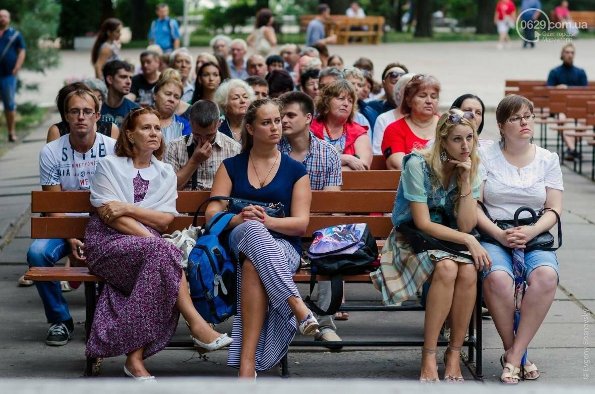 Мариупольцы под дождем слушали песни Высоцкого  (ФОТОРЕПОРТАЖ), фото-8