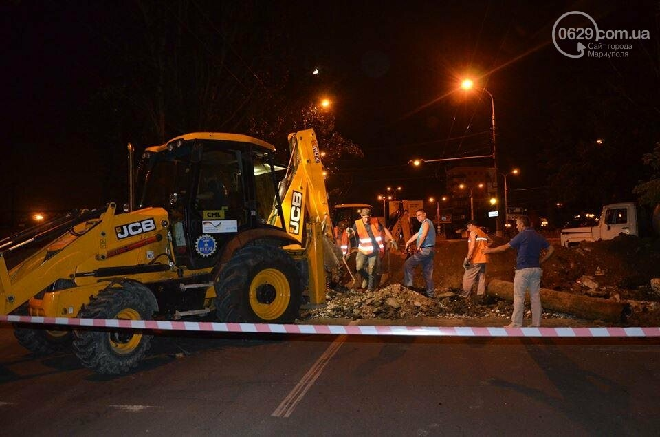 В Мариуполе перекрыто движение на пр. Лунина. Меняют канализационные трубы, фото-2