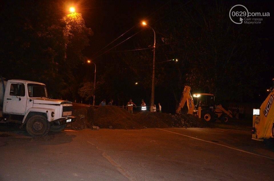 В Мариуполе перекрыто движение на пр. Лунина. Меняют канализационные трубы, фото-3