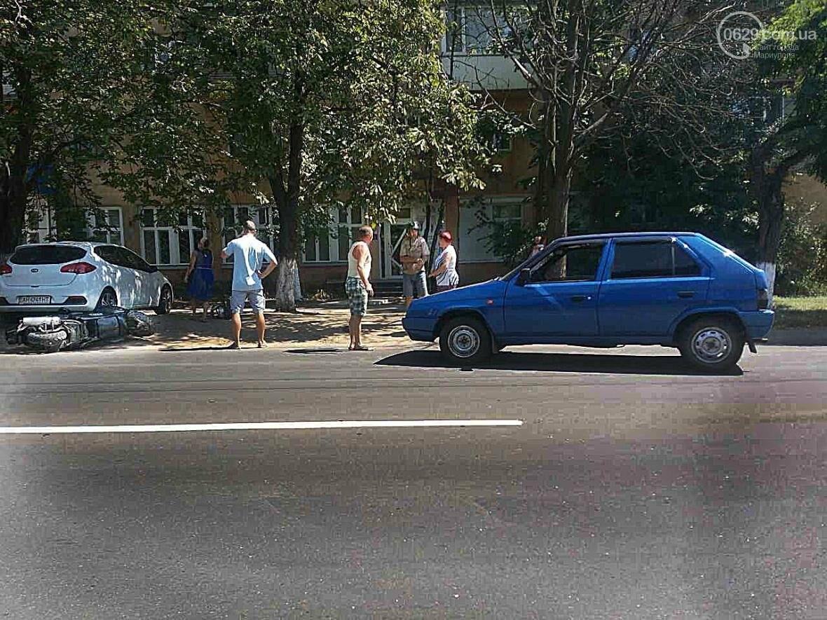 "В Мариуполе ""Шкода"" столкнулась с мопедом. Пострадал мопедист (ФОТО), фото-2"