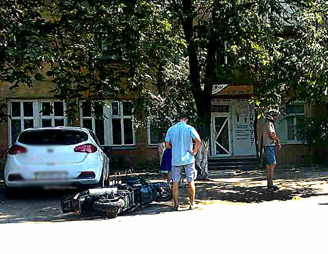 "В Мариуполе ""Шкода"" столкнулась с мопедом. Пострадал мопедист (ФОТО), фото-3"