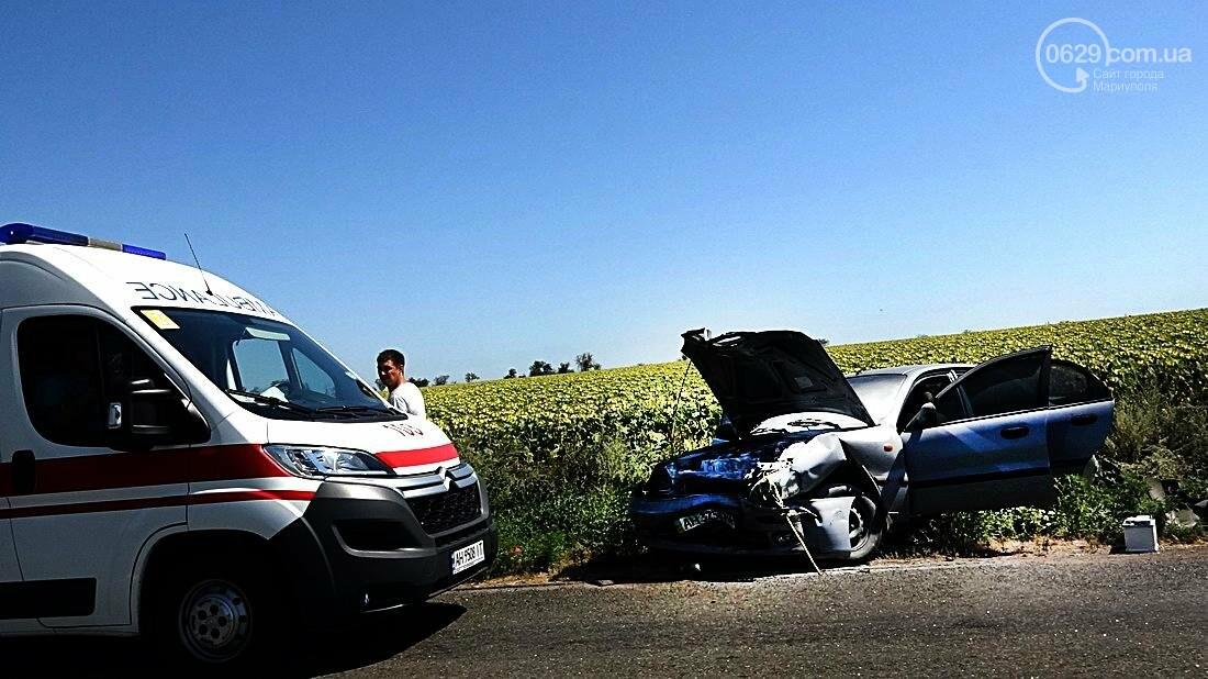 На въезде в Мариуполь столкнулись 5 автомобилей. Есть пострадавшие (ФОТО), фото-24