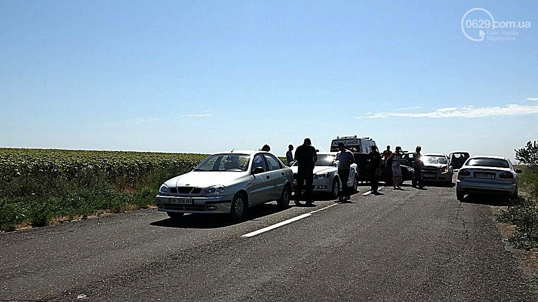 На въезде в Мариуполь столкнулись 5 автомобилей. Есть пострадавшие (ФОТО), фото-23