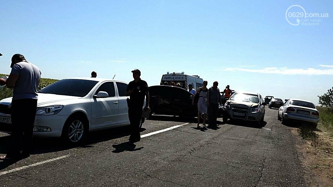 На въезде в Мариуполь столкнулись 5 автомобилей. Есть пострадавшие (ФОТО), фото-12