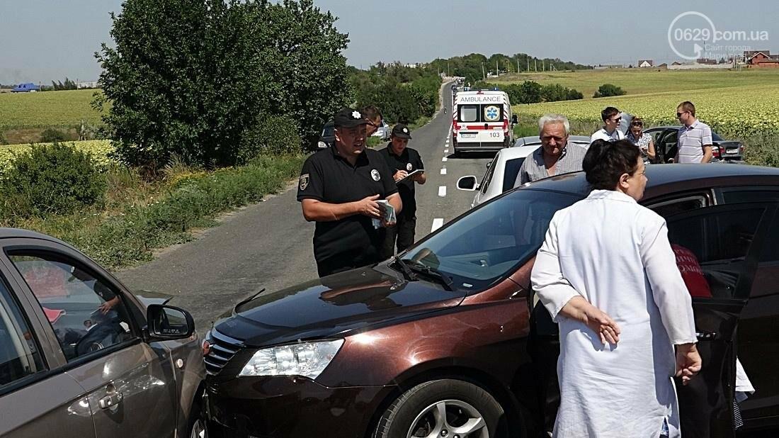 На въезде в Мариуполь столкнулись 5 автомобилей. Есть пострадавшие (ФОТО), фото-16