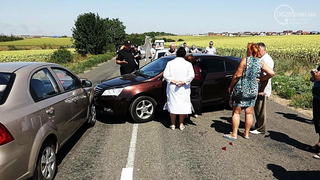 На въезде в Мариуполь столкнулись 5 автомобилей. Есть пострадавшие (ФОТО), фото-17
