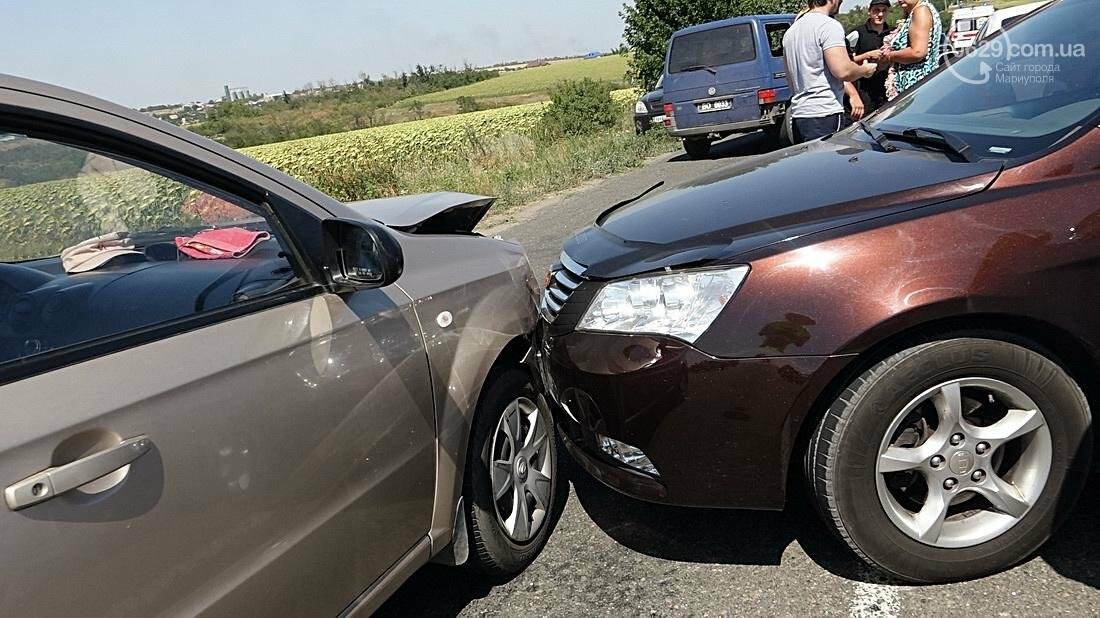 На въезде в Мариуполь столкнулись 5 автомобилей. Есть пострадавшие (ФОТО), фото-15
