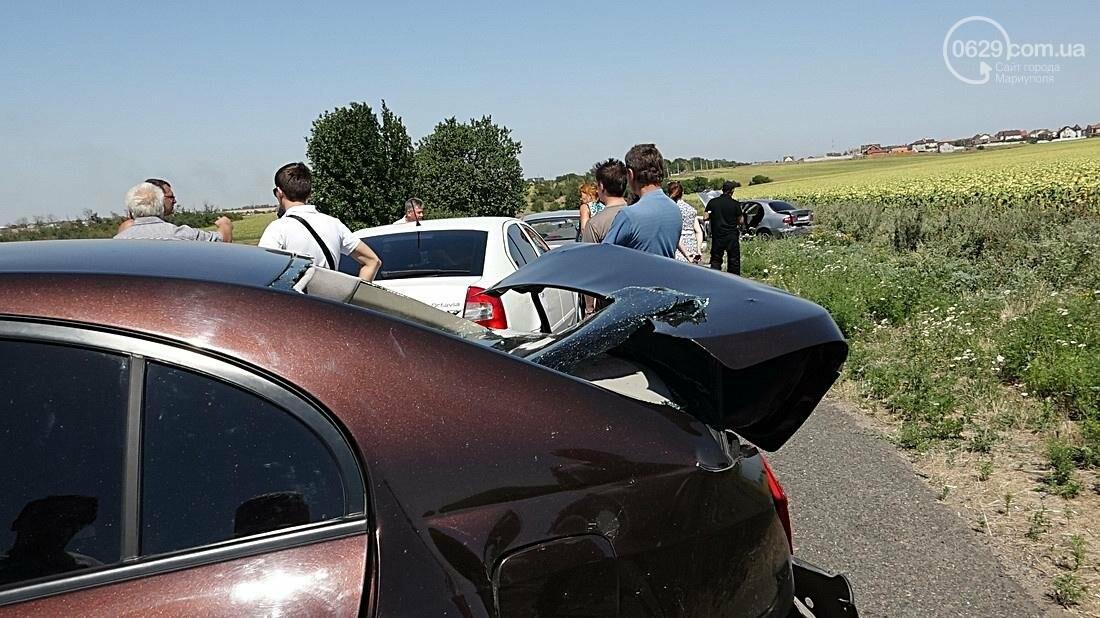 На въезде в Мариуполь столкнулись 5 автомобилей. Есть пострадавшие (ФОТО), фото-13