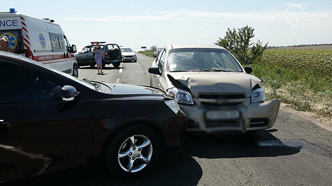На въезде в Мариуполь столкнулись 5 автомобилей. Есть пострадавшие (ФОТО), фото-11