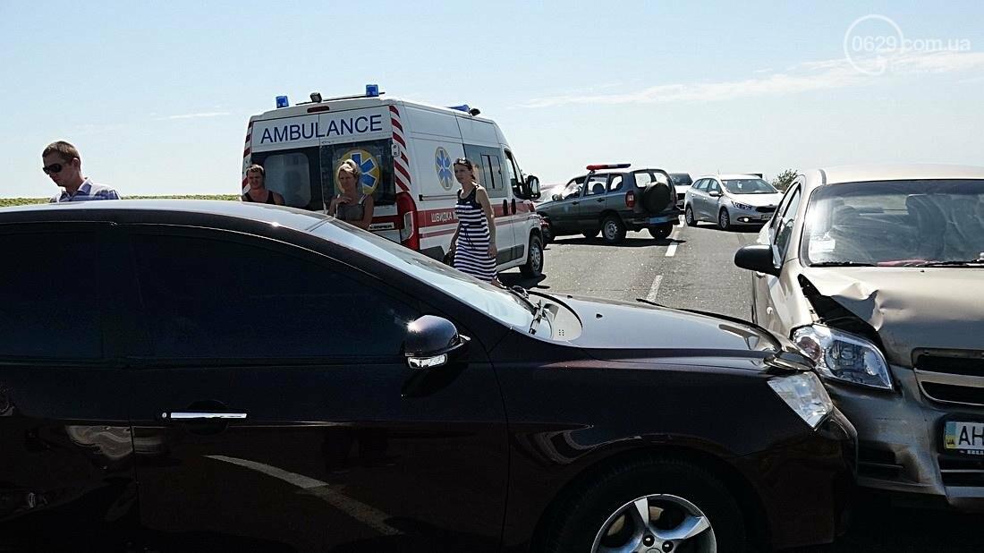 На въезде в Мариуполь столкнулись 5 автомобилей. Есть пострадавшие (ФОТО), фото-7