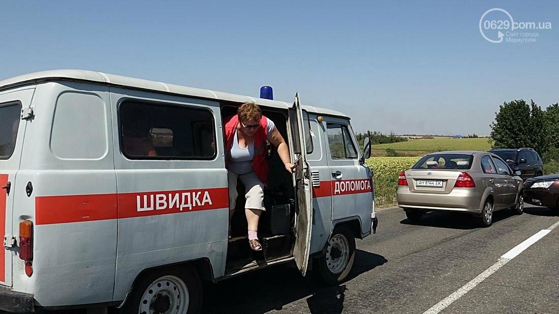 На въезде в Мариуполь столкнулись 5 автомобилей. Есть пострадавшие (ФОТО), фото-8