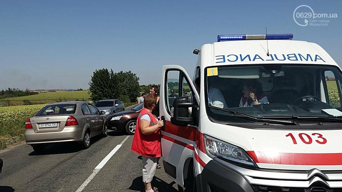 На въезде в Мариуполь столкнулись 5 автомобилей. Есть пострадавшие (ФОТО), фото-10