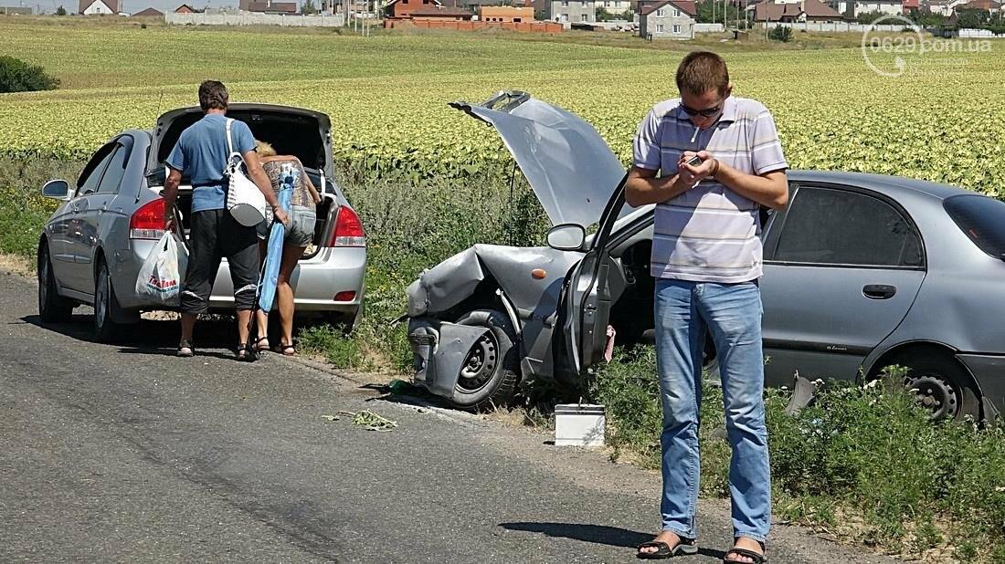 На въезде в Мариуполь столкнулись 5 автомобилей. Есть пострадавшие (ФОТО), фото-20