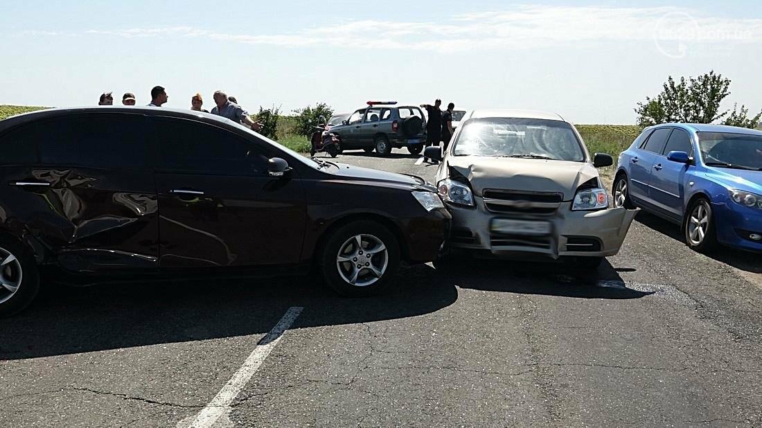 На въезде в Мариуполь столкнулись 5 автомобилей. Есть пострадавшие (ФОТО), фото-1