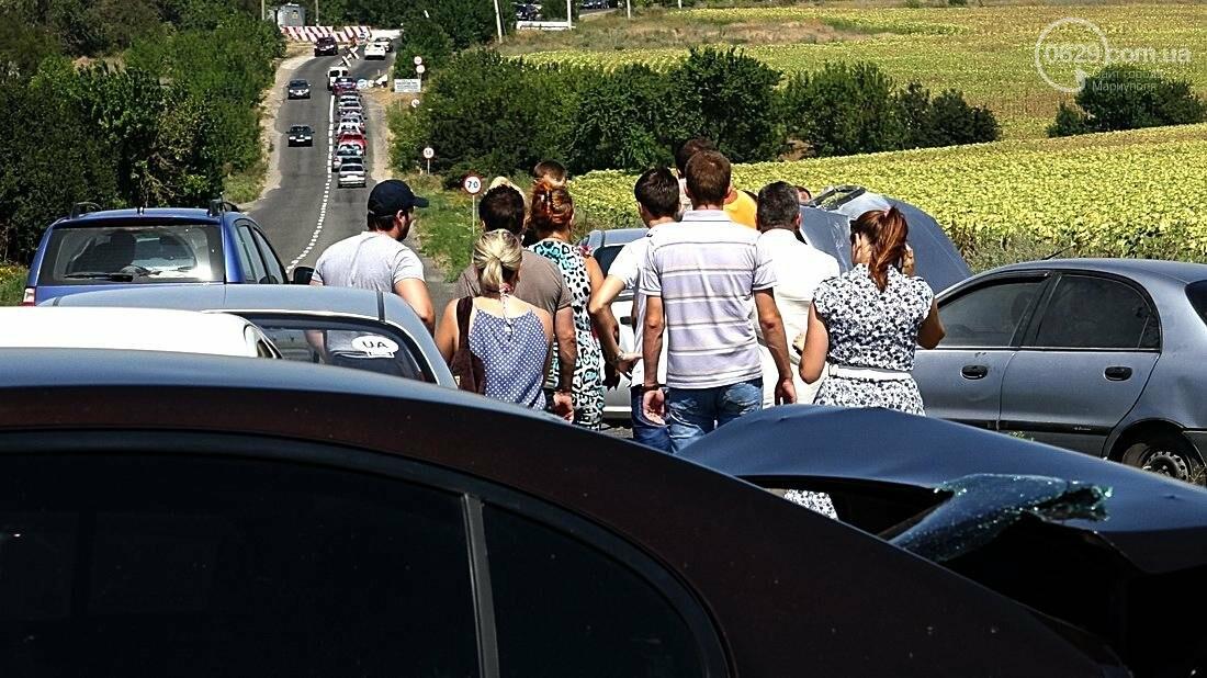 На въезде в Мариуполь столкнулись 5 автомобилей. Есть пострадавшие (ФОТО), фото-3