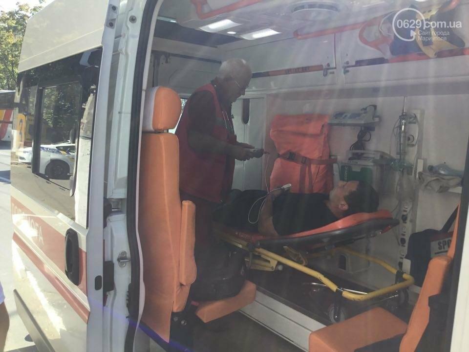 """В Мариуполе """"Тойота"""" столкнулась с микроавтобусом. Есть пострадавший (ФОТО+ВИДЕО), фото-3"""