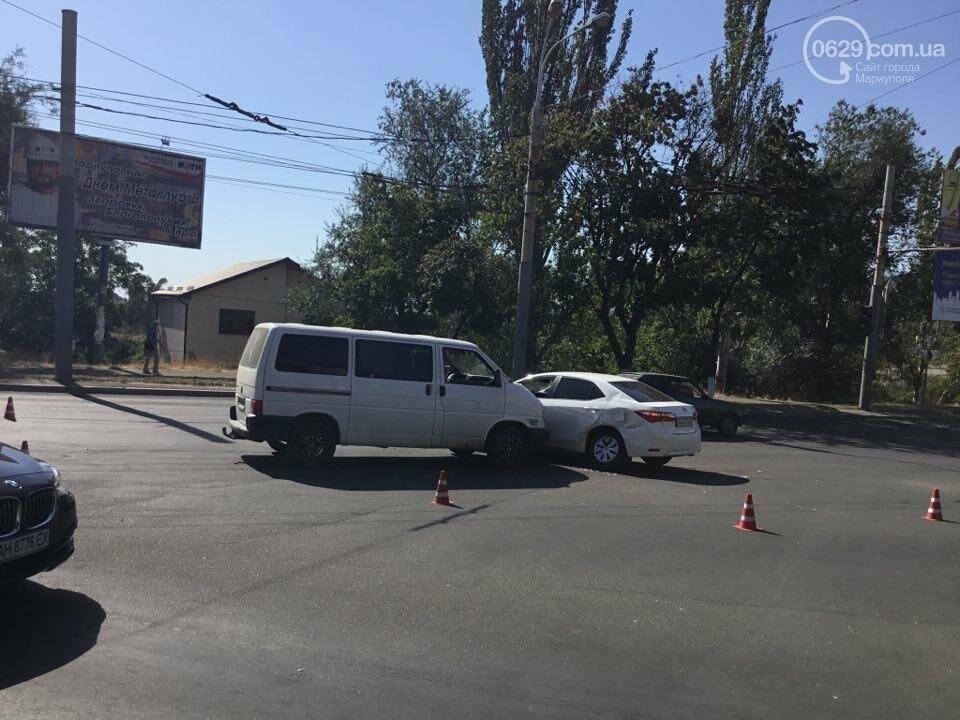 """В Мариуполе """"Тойота"""" столкнулась с микроавтобусом. Есть пострадавший (ФОТО+ВИДЕО), фото-8"""