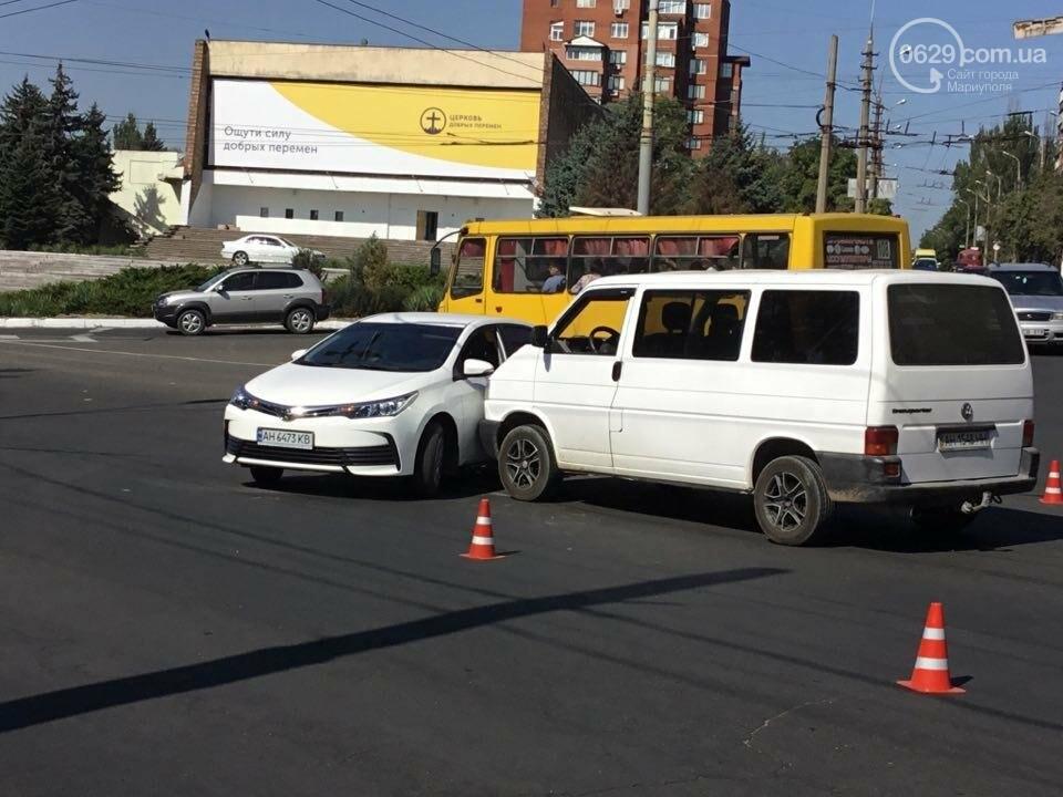 """В Мариуполе """"Тойота"""" столкнулась с микроавтобусом. Есть пострадавший (ФОТО+ВИДЕО), фото-9"""