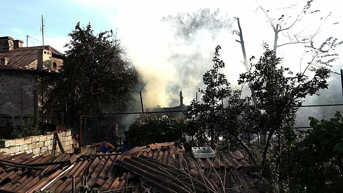 В Кальмиусском районе Мариуполя сгорел дом (ФОТО), фото-10