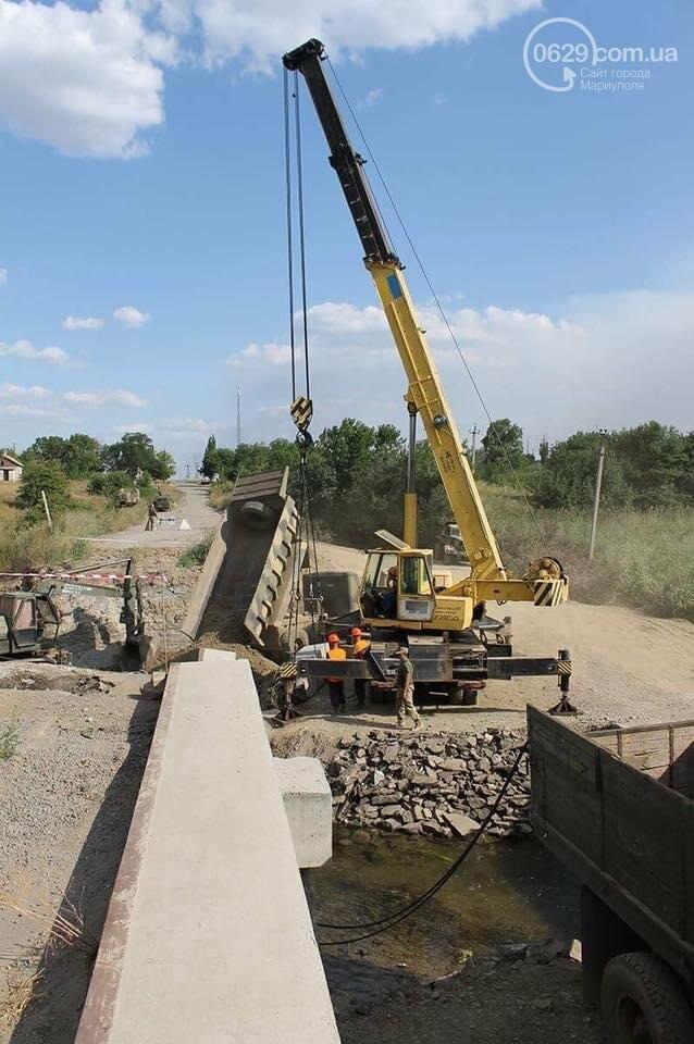 Министр инфраструктуры провел сутки на Донбассе: пообещал дороги, мосты, авиацию (ФОТО), фото-3, Владимир Омелян