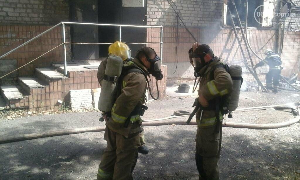 Черный дым в Мариуполе: горит склад по производству пенопласта (ФОТО), фото-3