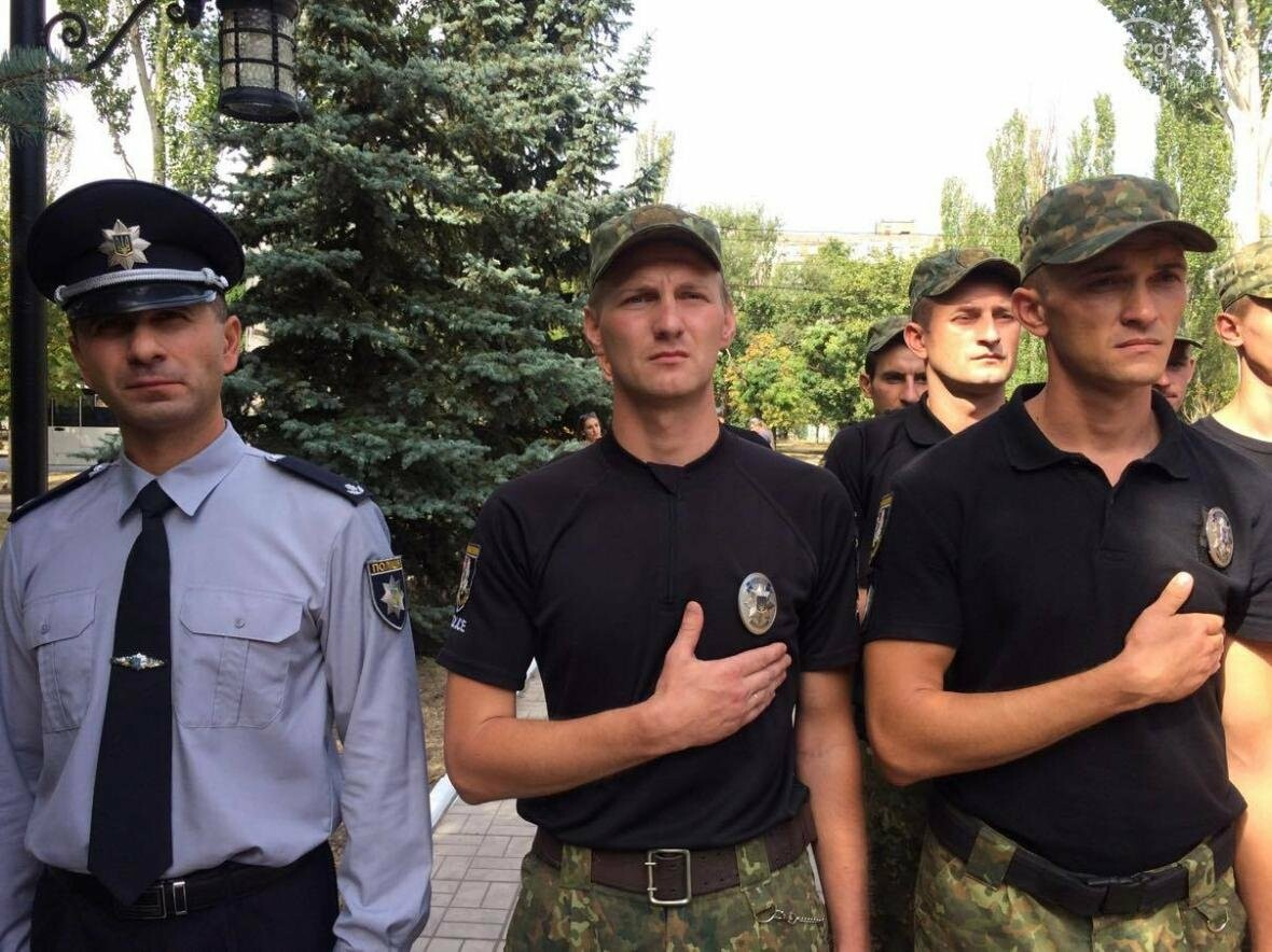 Выпусники полицейской  академии из Луганской области приняли присягу в  Мариуполе (ФОТО, ВИДЕО), фото-3