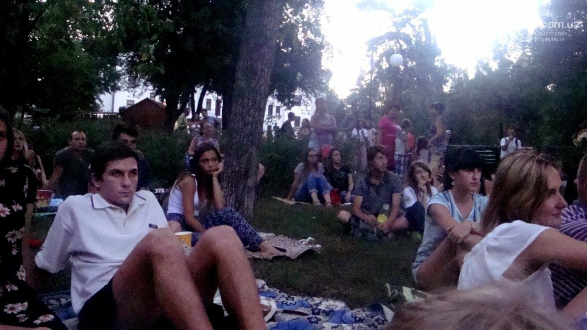 Мариупольцы смотрели кино на английском под открытым небом, фото-3