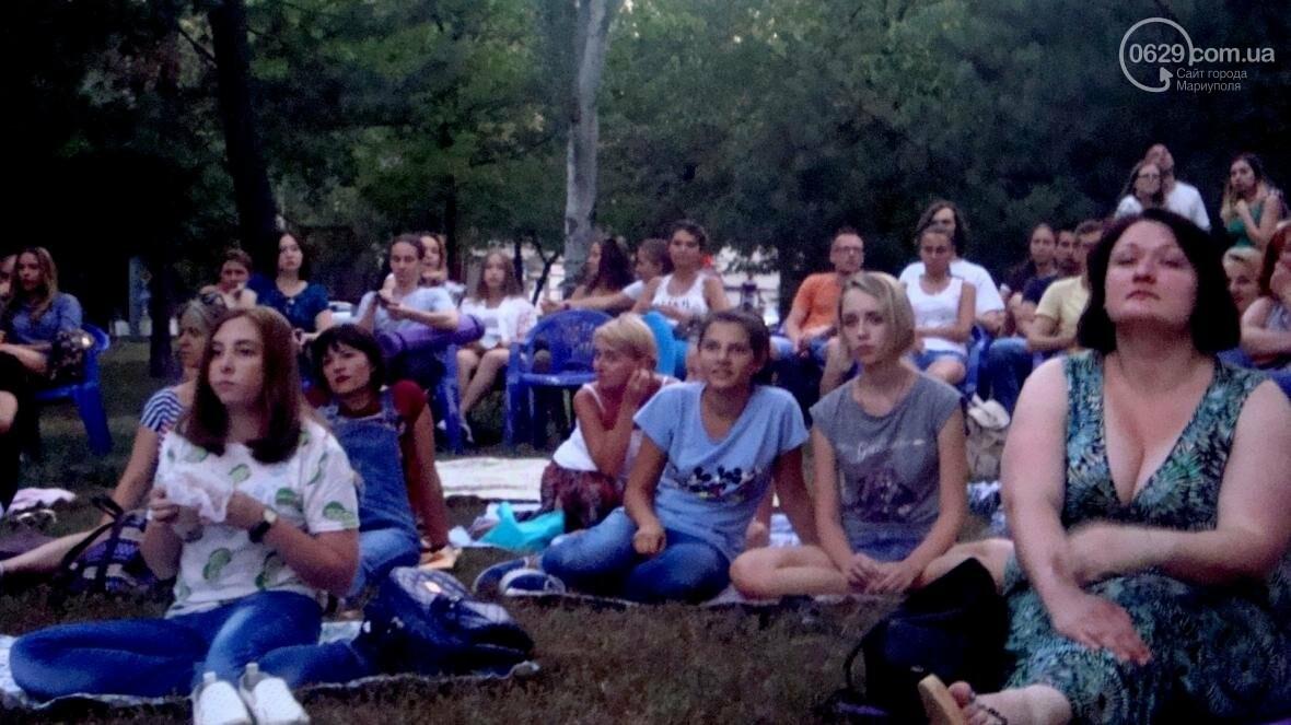 Мариупольцы смотрели кино на английском под открытым небом, фото-2
