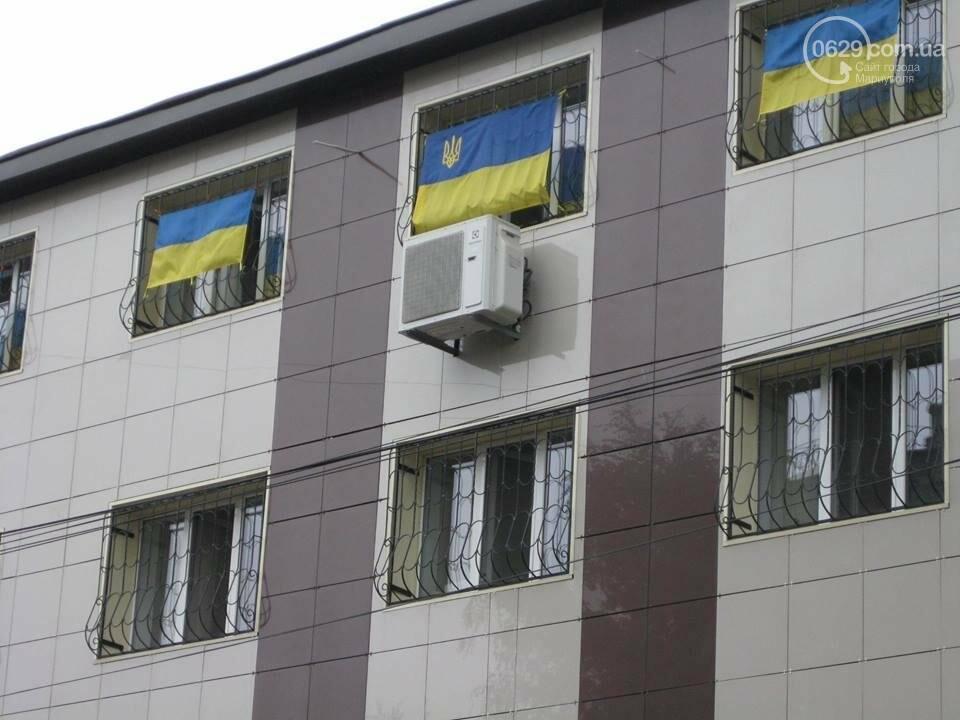 Флаг над зданием Главного управления СБУ в Донецкой области