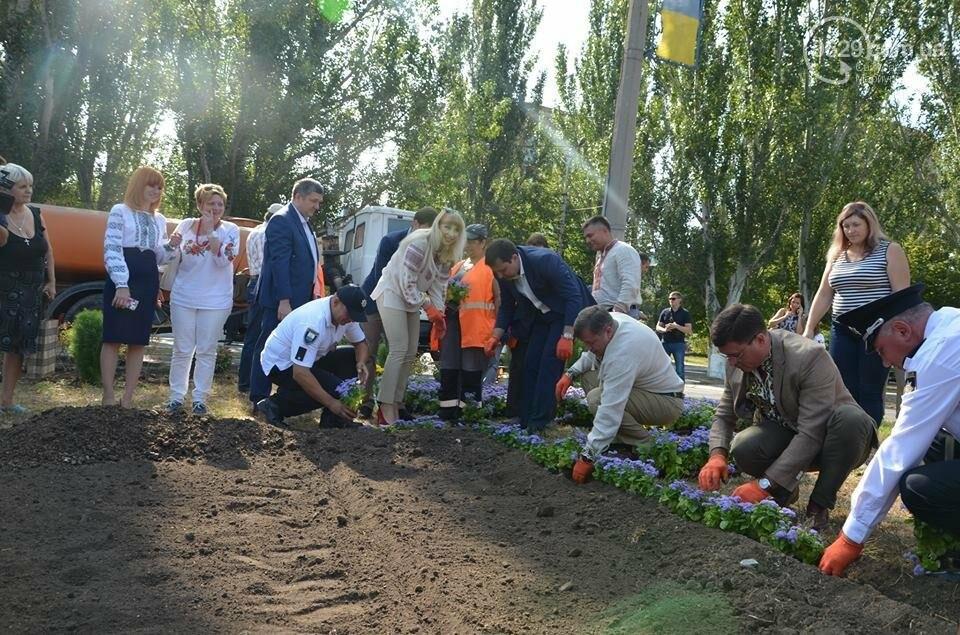 В Мариуполе молились за Украину и высадили флаг ко Дню независимости (ФОТО+ВИДЕО), фото-20