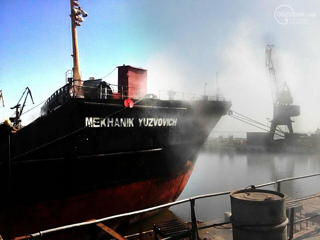 В Азовском судоремонтном заводе горит судно (ФОТО), фото-1