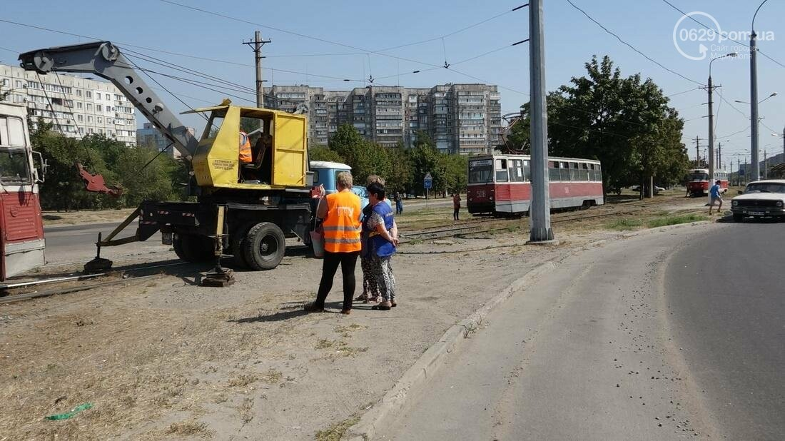 В Мариуполе трамвай сошел с рельс (ФОТО), фото-11