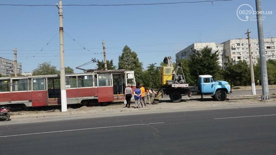 В Мариуполе трамвай сошел с рельс (ФОТО), фото-4